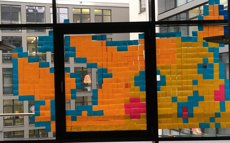 Post-it-Battel in Offenbach:Pikachu made bei Adacor